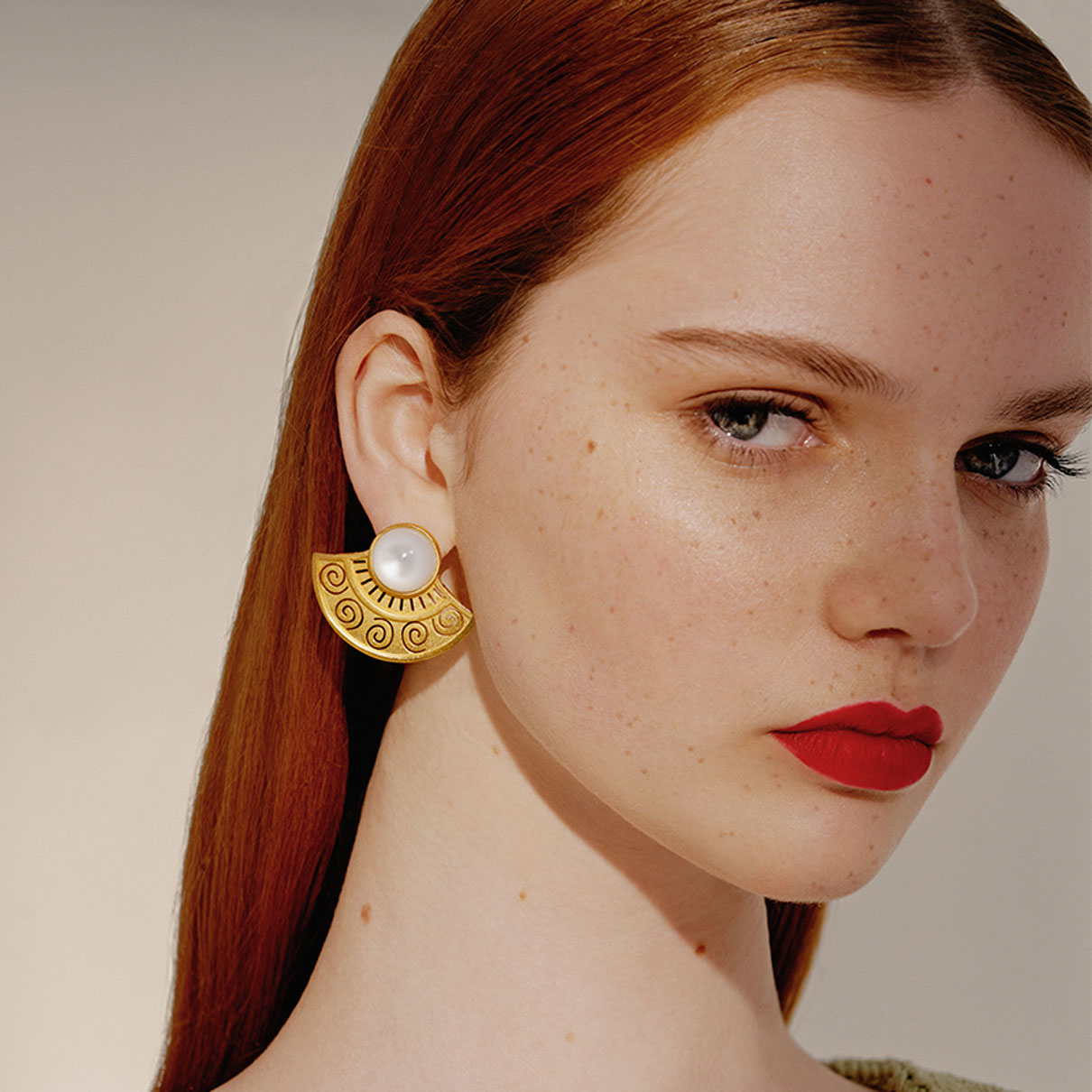 Mezza Sol Gold Earrings